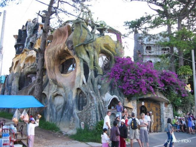 weird houses hang nga guesthouse