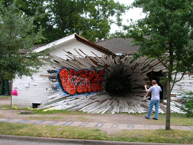 weird houses hole