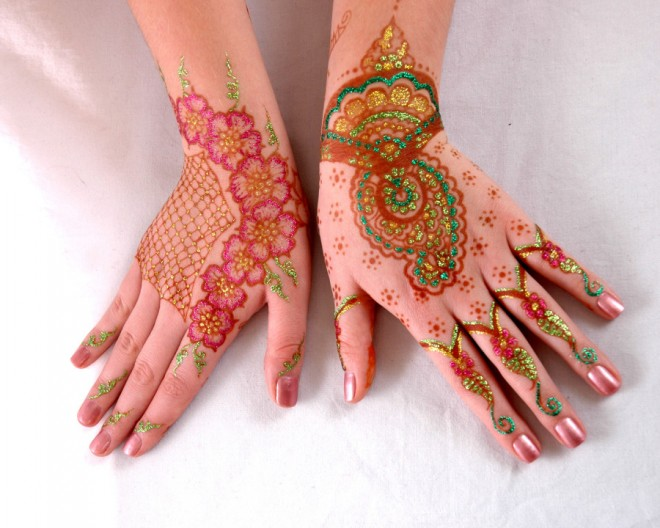 mehndi designs gliding glitter