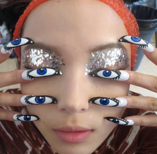 creative nail art eye