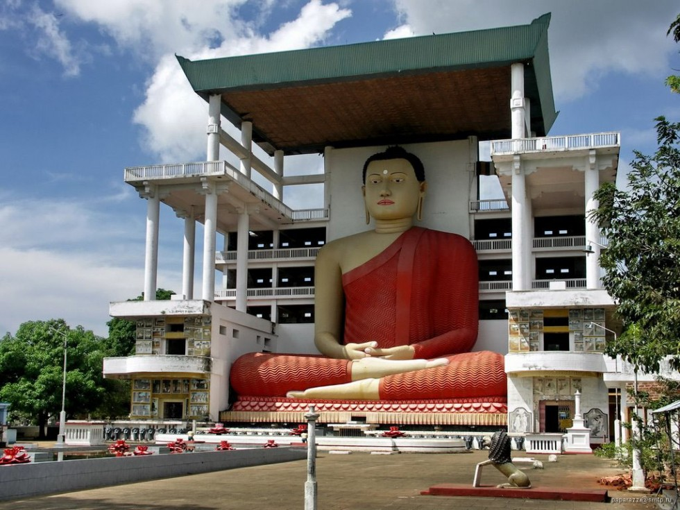 big buddha statue weherahena temple srilanka0