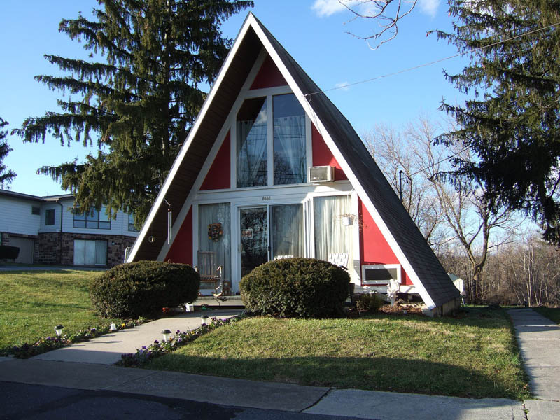 funny houses triangle