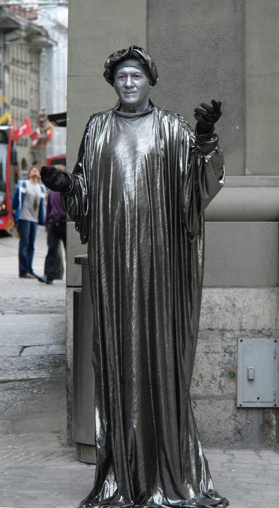 living statues berne
