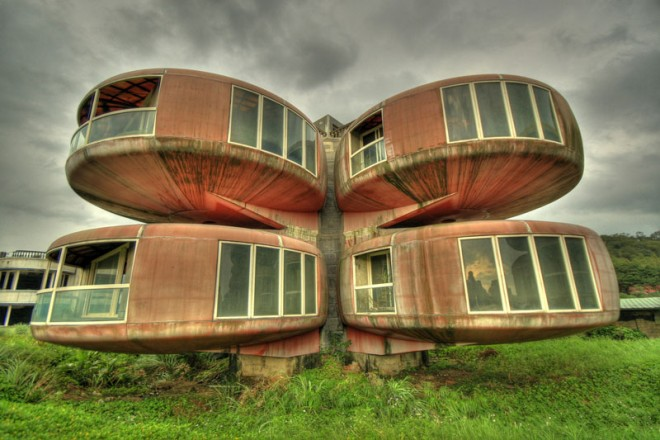 weird houses ufo