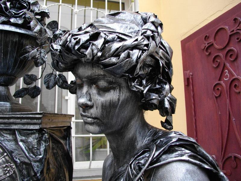 living statue lady plant