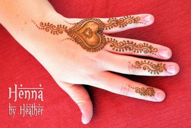 mehndi designs heart