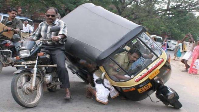 funny autorikshaw and bike accidents
