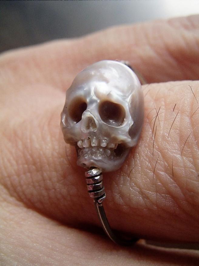 creative ring skull art idea