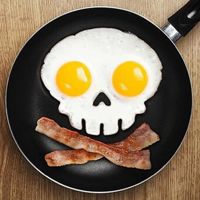 creative omelet skull art idea