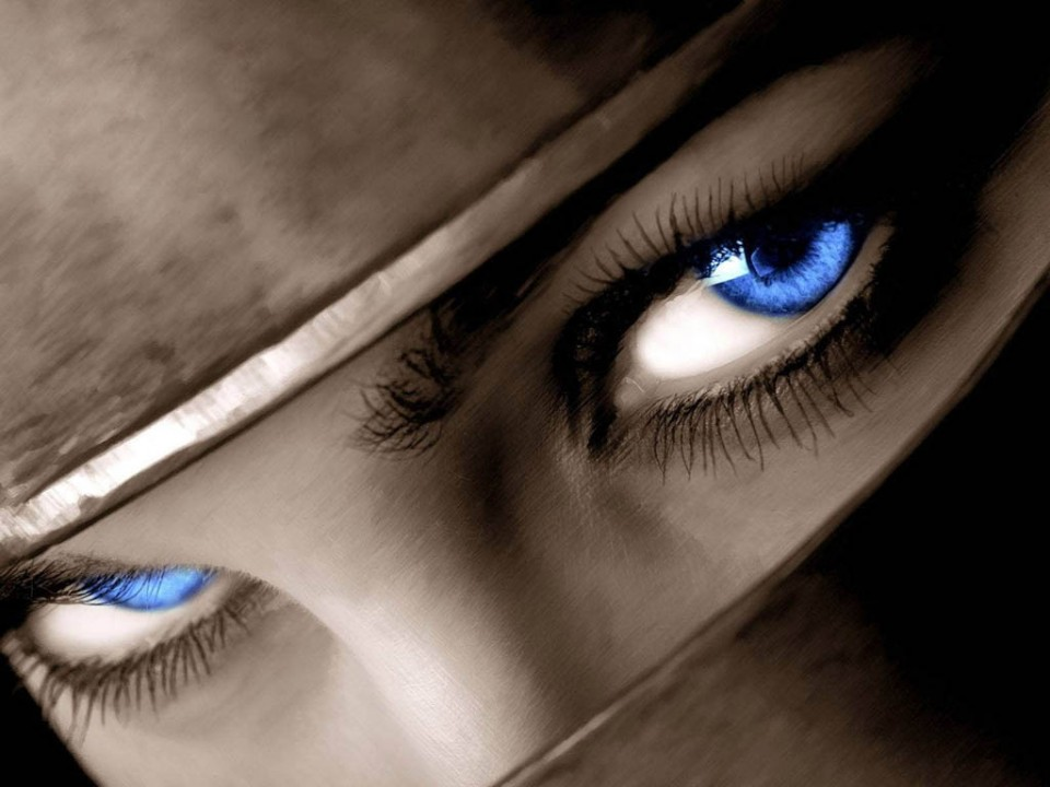woman beautiful eyes by fiore auditore