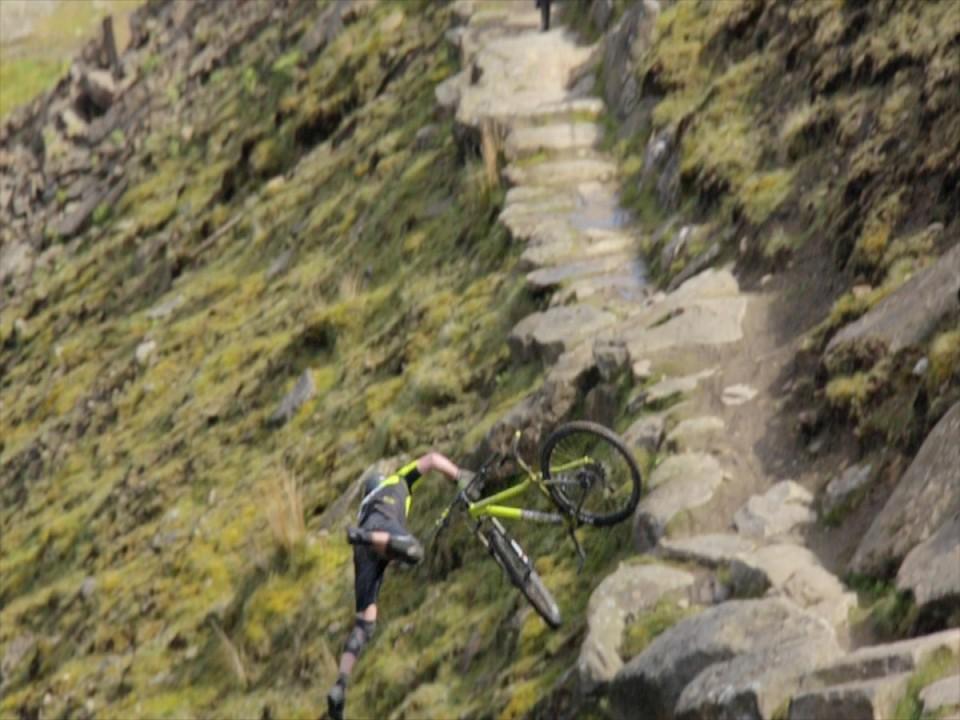 14 people falling off bikes