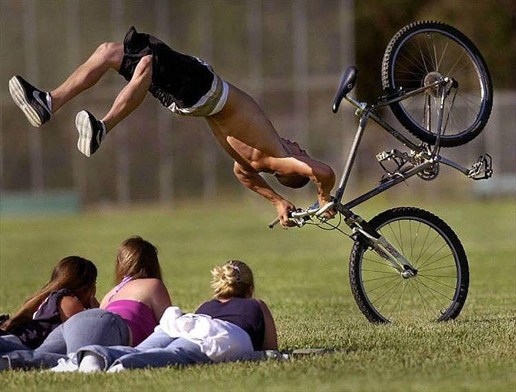 2 people falling off bikes