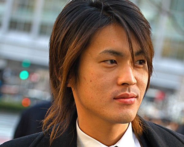 layer men long hairstyle