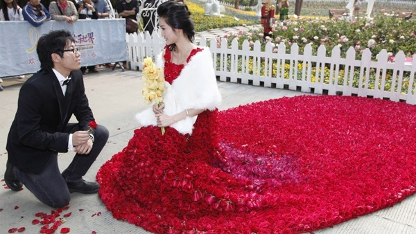 funniest wedding dress roses