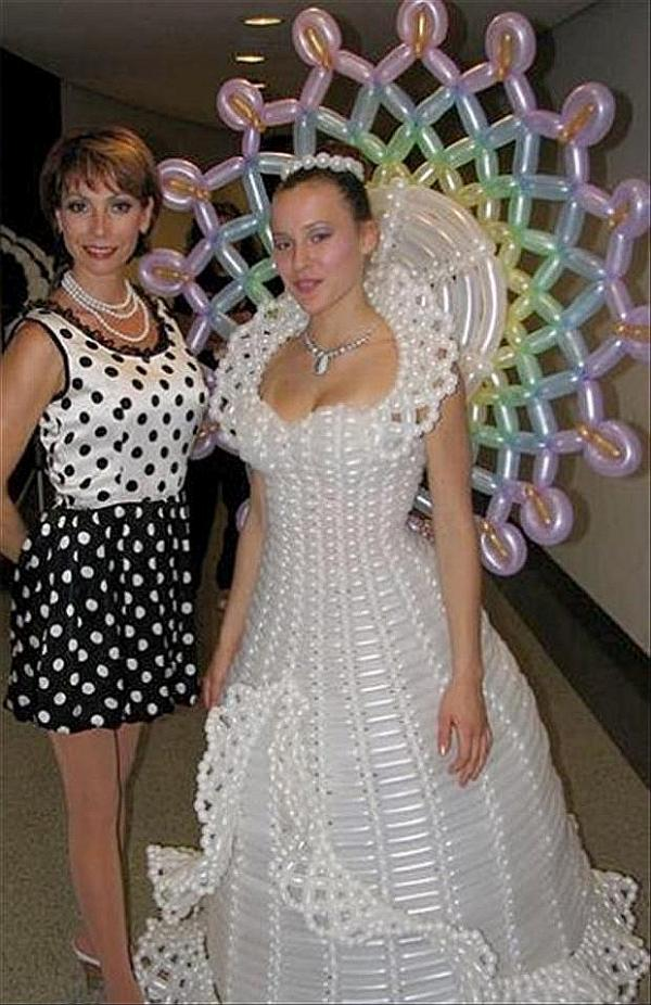 crazy wedding dress balloon