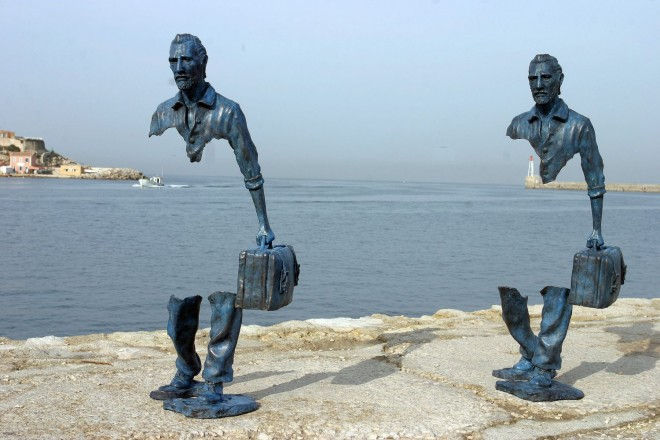 creative sculpture the travellers by bruno catalano