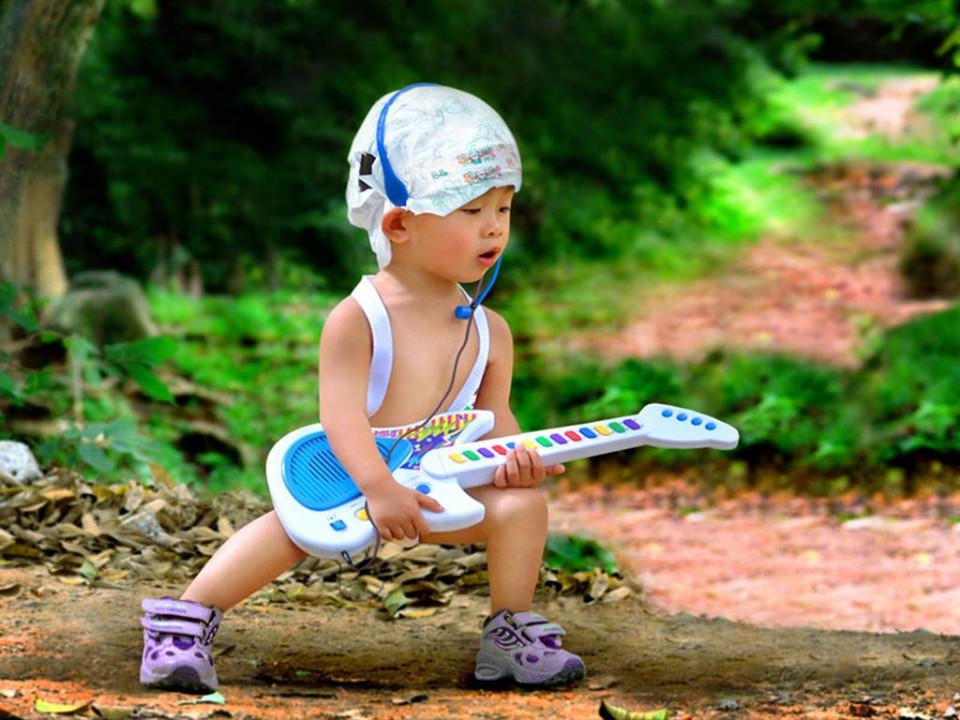 guitar funny kid