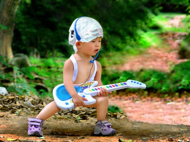 guitar funny kid
