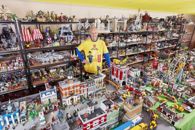 funny world record largest collection interlocking plastic bricks by frank smoes