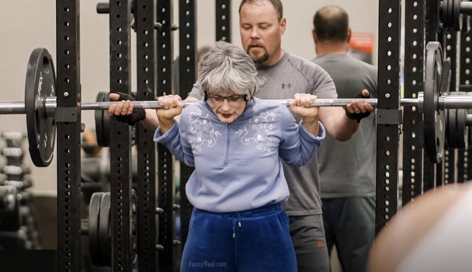 funny gym picture old lady