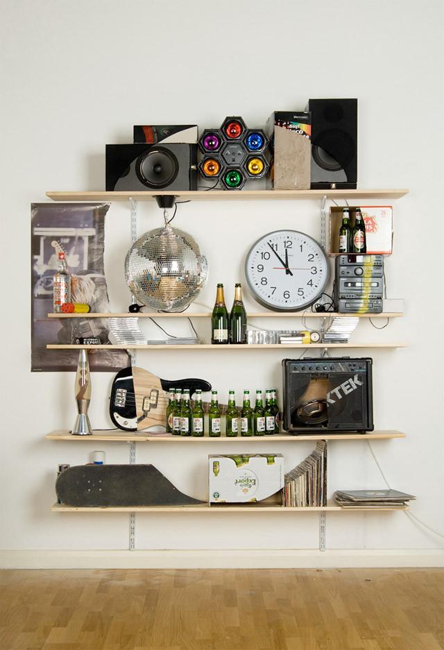creative skull shelf art idea