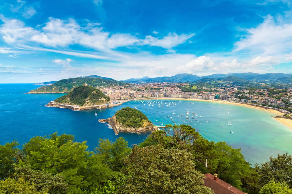 san sebastian coastal resort city beautiful tourist place spain