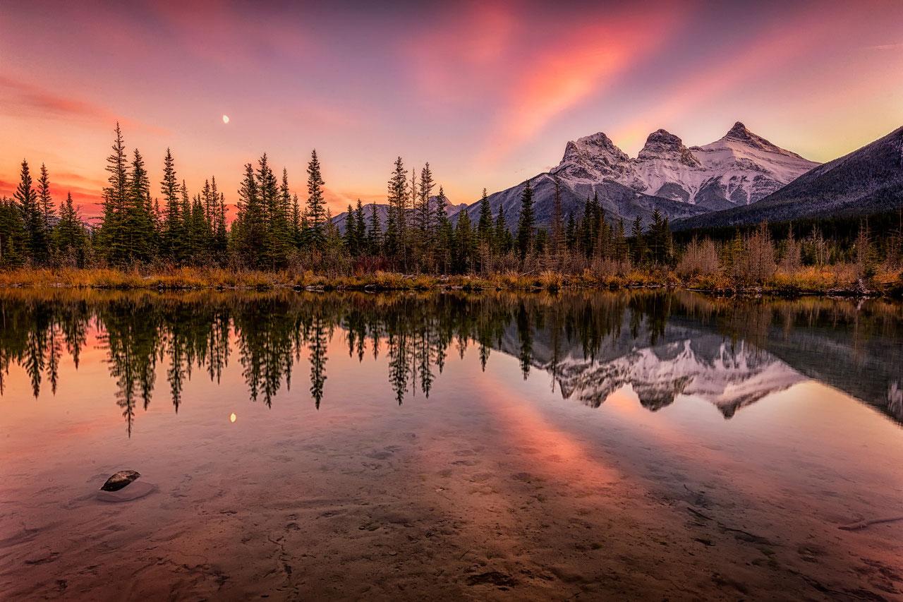 beautiful three sisters banff park canadian rockies