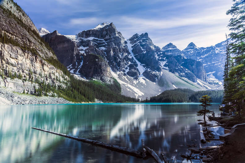beautiful maraine lake alberta canadian rockies