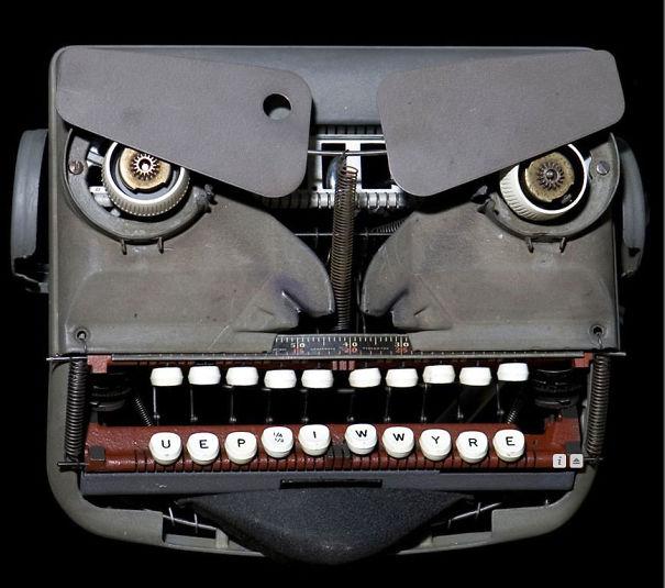funny optical illusion image typewriter