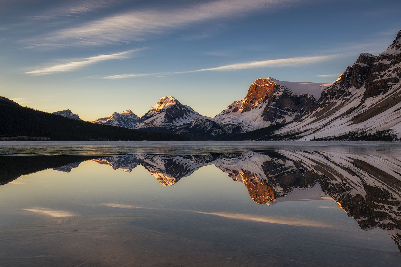 beautiful bow lake icefields canadian rockies