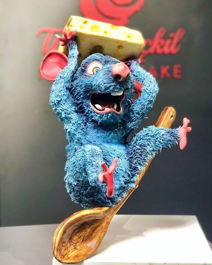 hyper realistic cake tuba geckil