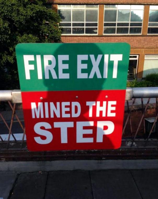 funny spelling mistake emergency signboard