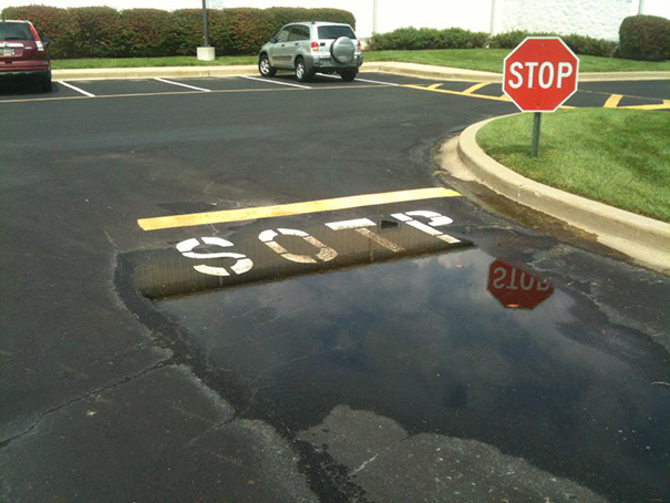 funny spelling mistake traffic sign
