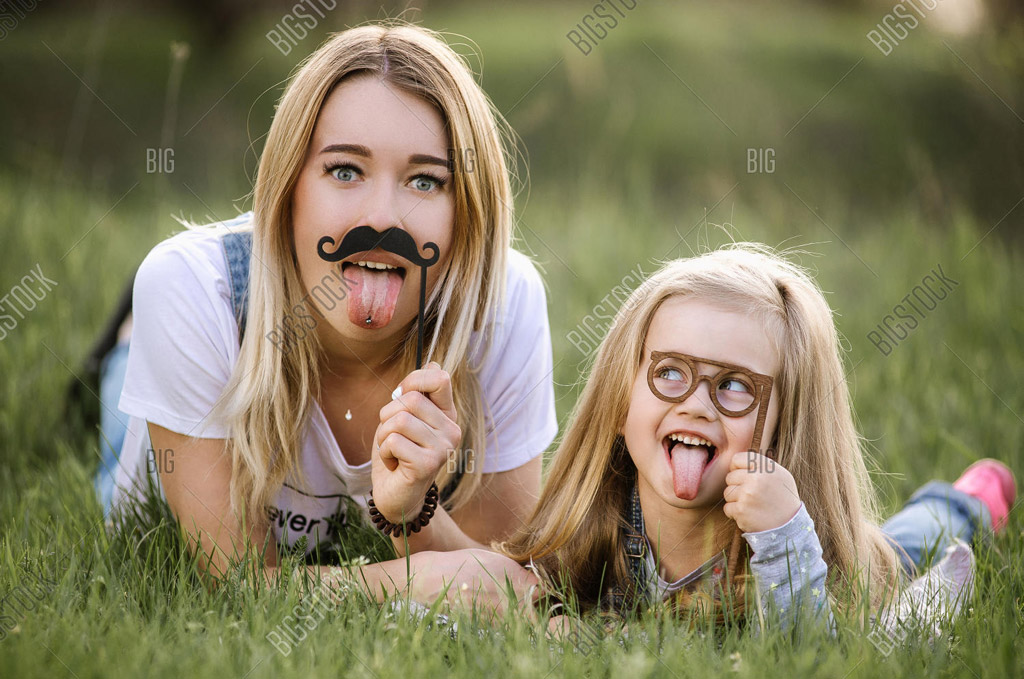 funny mother picnic time
