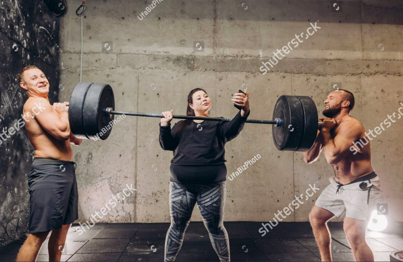 funny picture woman trying weight lifting