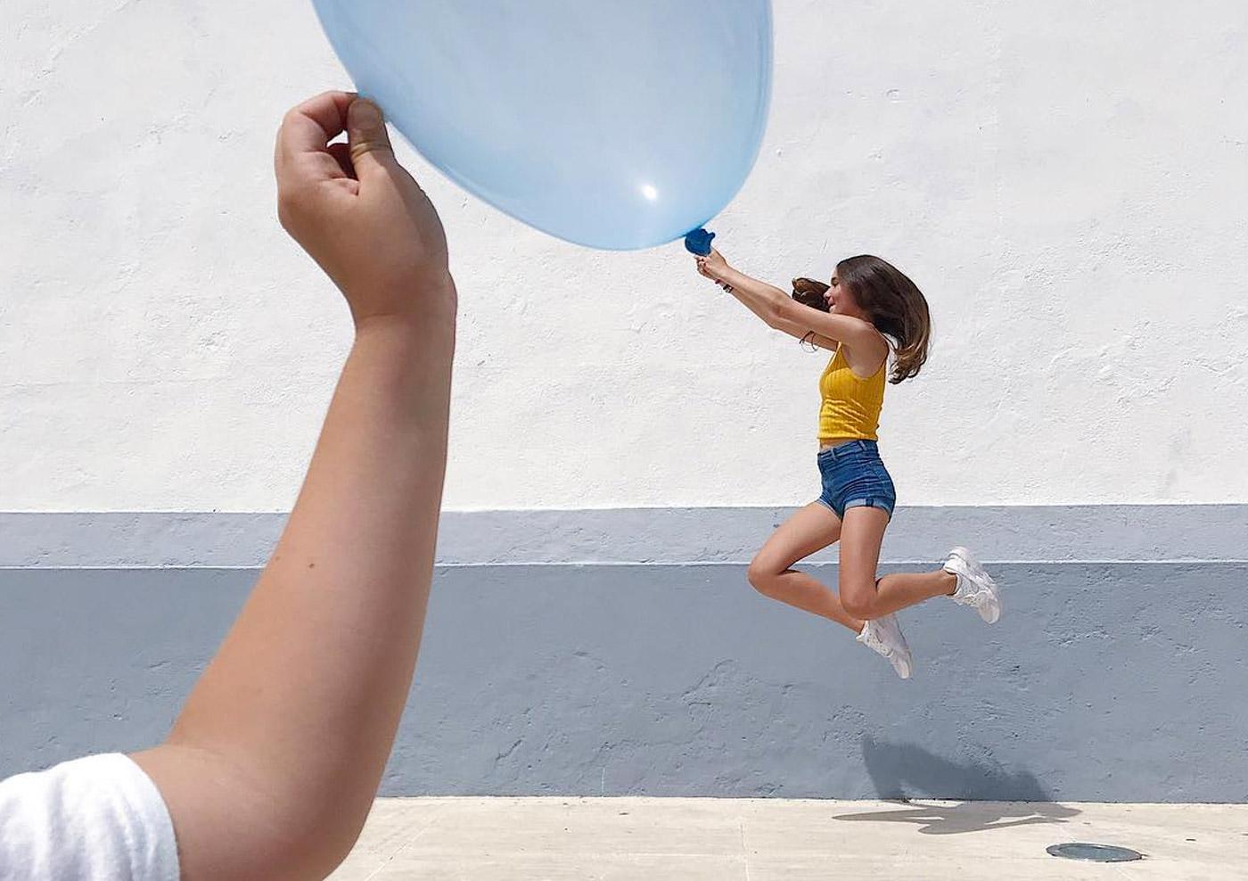 stunning optical illusion photos balloon girl tiago silva
