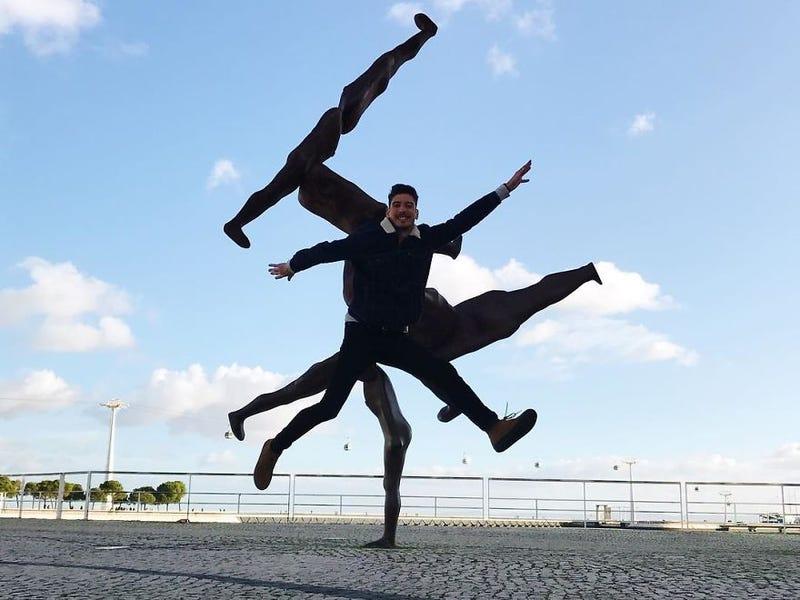 stunning optical illusion photo multitasking man tiago silva