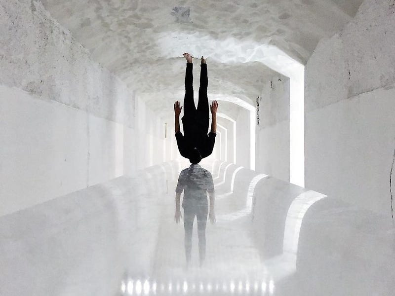 forced perspective photography walking upside down tiago silva