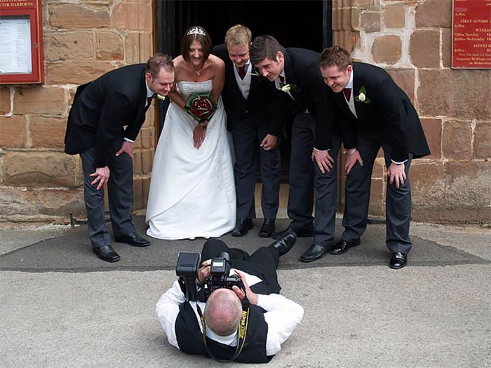 funny position photographer