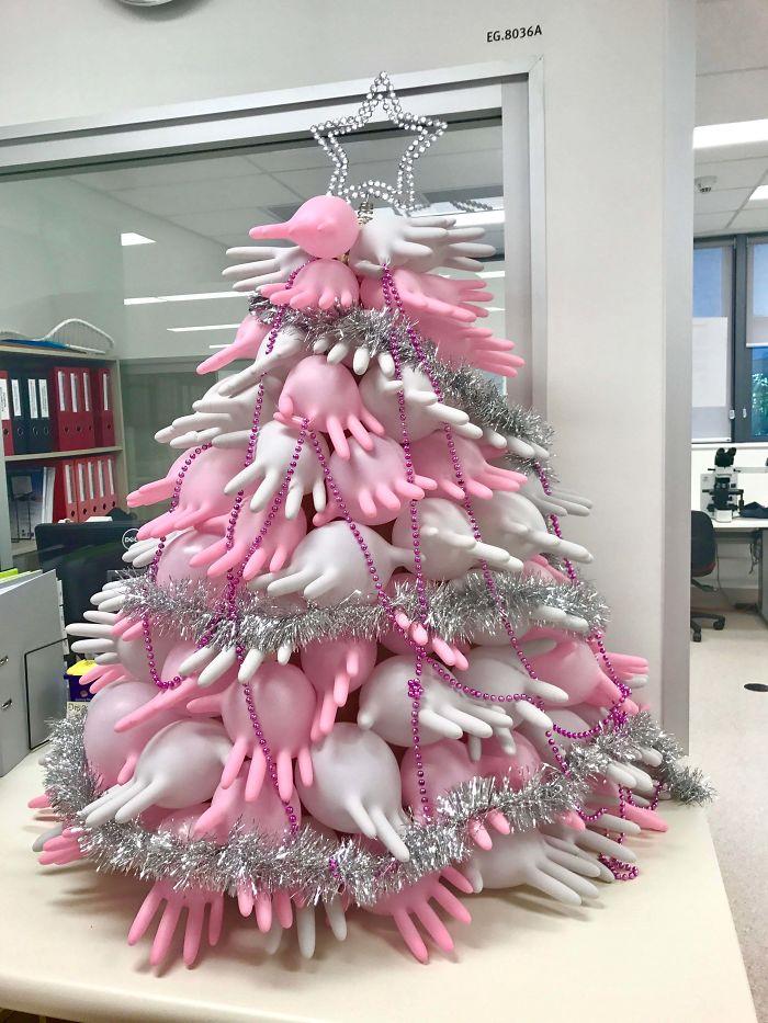 creative gloves christmas tree decoration idea